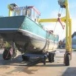 Transport voormalig viskotter Wieringen 84 via Antwerpen naar Zanzibar.